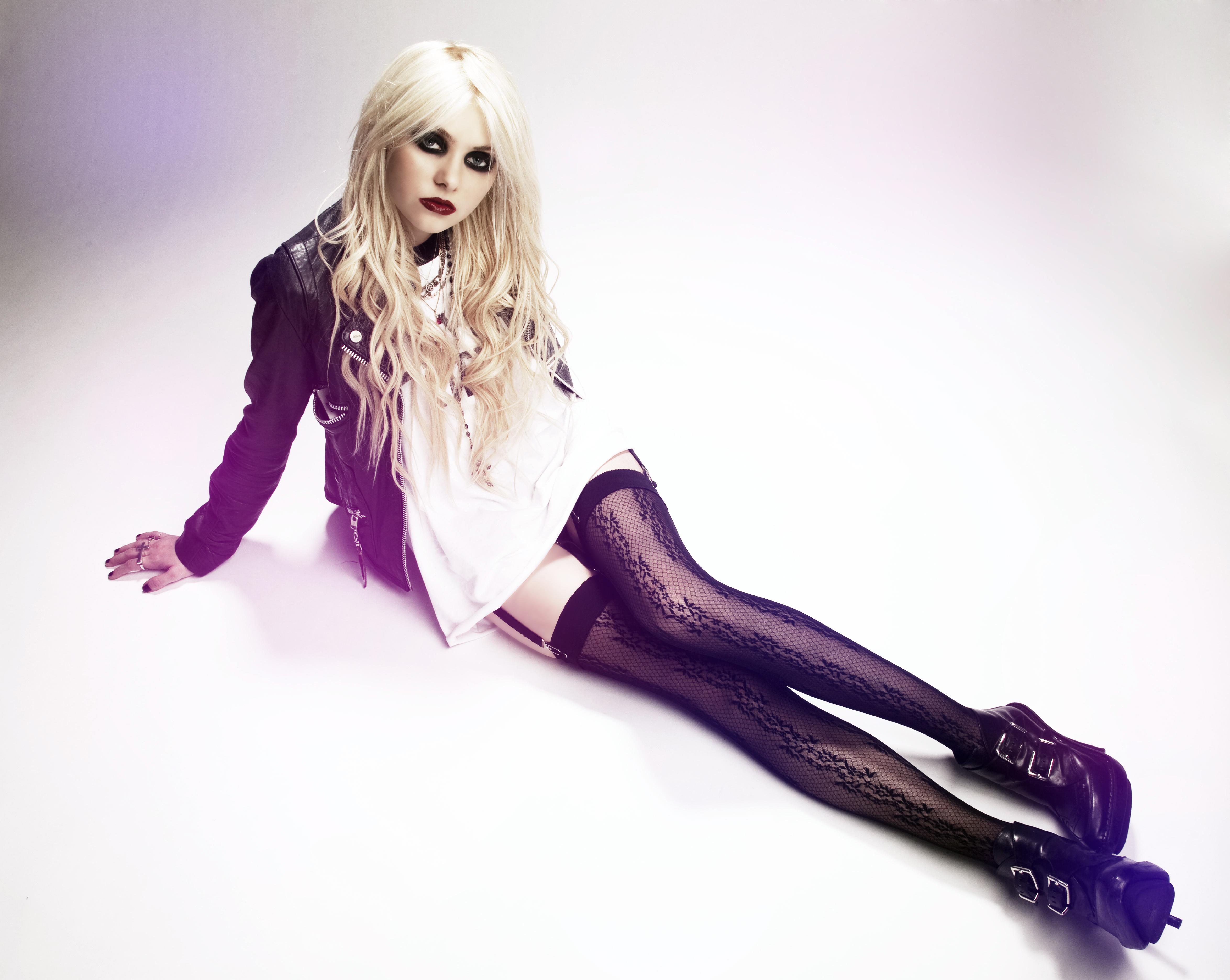 Taylor Momsen model