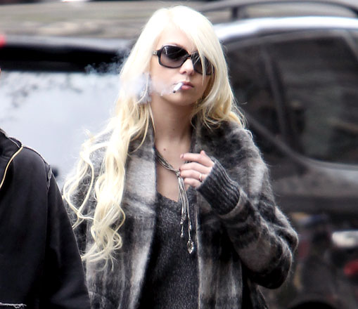Taylor Momsen smoking